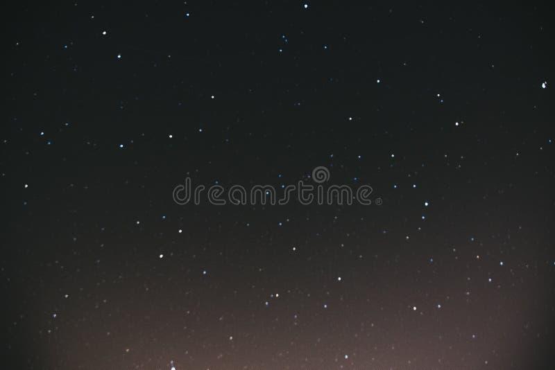 cielo stellato di notte Fondo dello spazio Molte stelle su un fondo scuro fotografie stock libere da diritti
