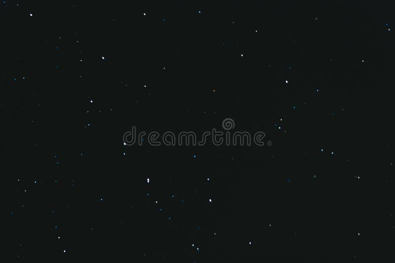 cielo stellato di notte Fondo dello spazio Molte stelle su un fondo scuro di notte immagine stock