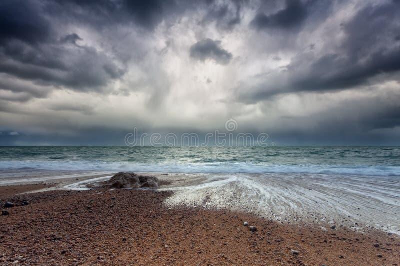 Cielo tempestoso sopra la costa dell'Oceano Atlantico immagine stock