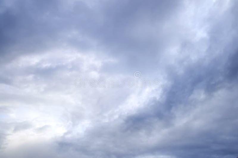 Cielo tempestuoso con sol fotografía de archivo libre de regalías