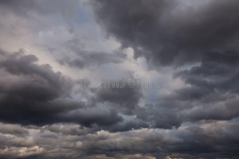 Cielo tempestuoso oscuro fotos de archivo libres de regalías