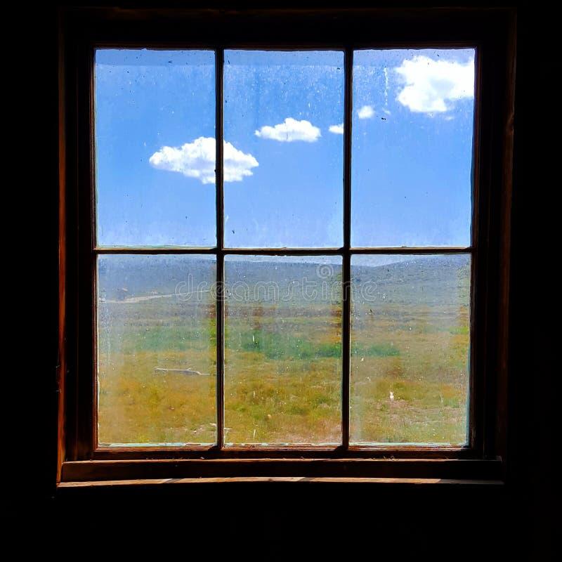Cielo a través del cristal de ventana imágenes de archivo libres de regalías