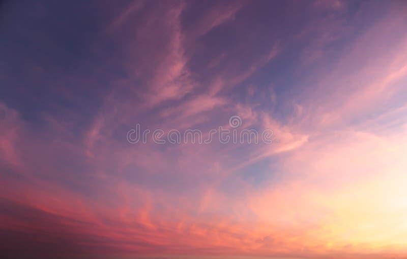 Cielo variopinto di tramonto fotografia stock libera da diritti