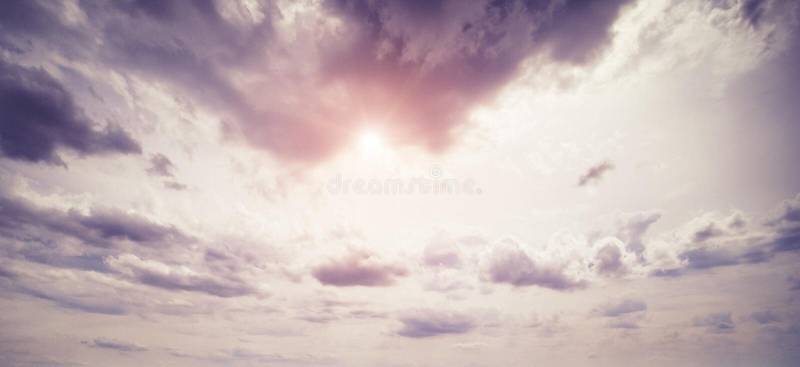 Cielo variopinto ed alba fotografia stock