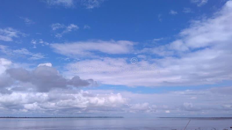 Cielo y agua foto de archivo