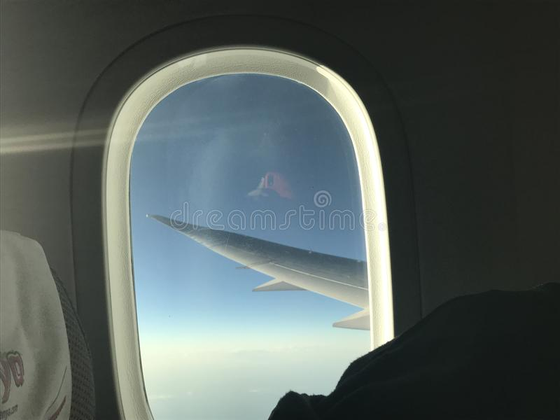 Cielo y avión imagenes de archivo