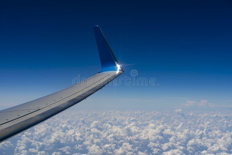 Cielo y nube como a través vista ventana de un avión fotos de archivo libres de regalías