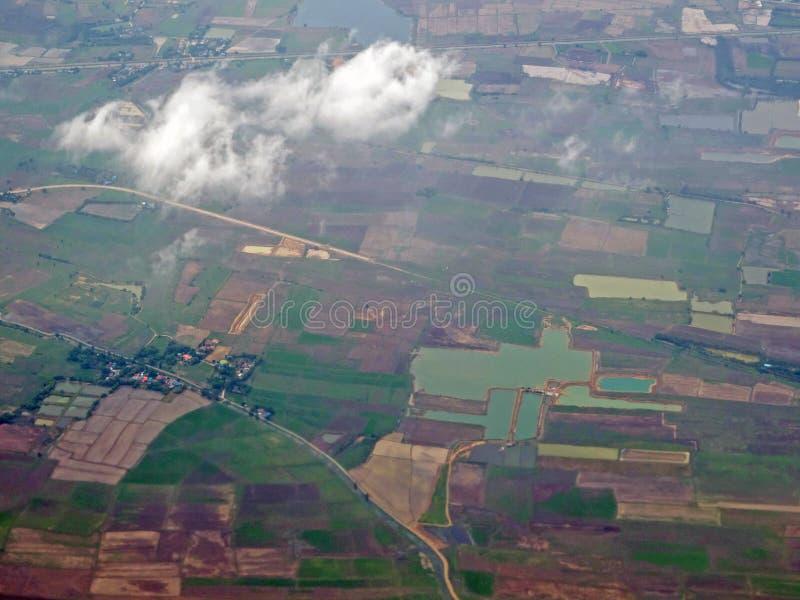 Cielo y nube vistos a través de la ventana de aviones fotos de archivo libres de regalías