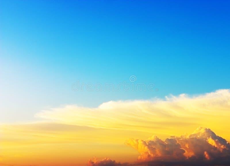 Download Cielo y nubes imagen de archivo. Imagen de verano, fondo - 177569