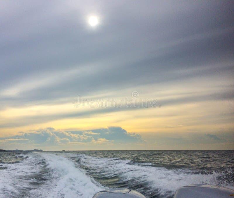 Cielo y océano fotos de archivo libres de regalías