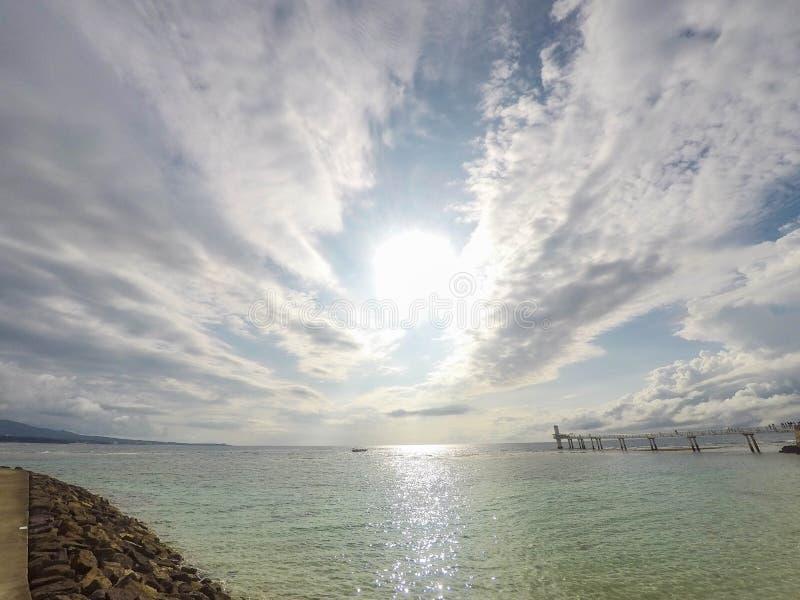 Cielo y océano imagenes de archivo