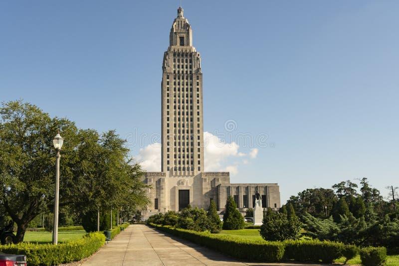 Cielos azules en la Capital del Estado que construye Baton Rouge Luisiana imagen de archivo