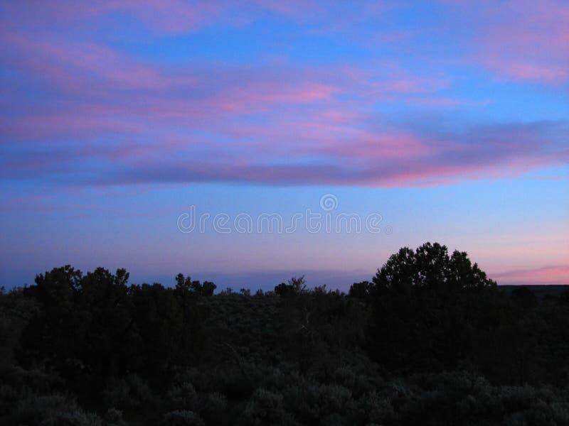 Cielos crepusculares coloridos imagen de archivo