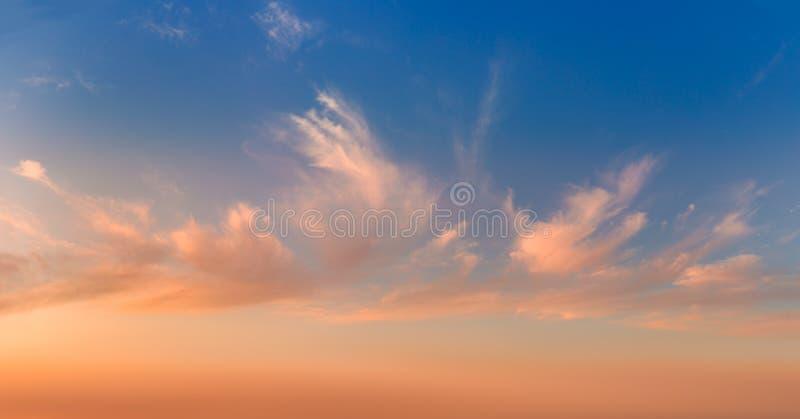 Cielos suaves y nubes luminosas, panorámicos fotos de archivo libres de regalías