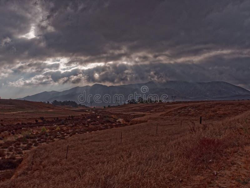 Cielos tempestuosos fotografía de archivo libre de regalías