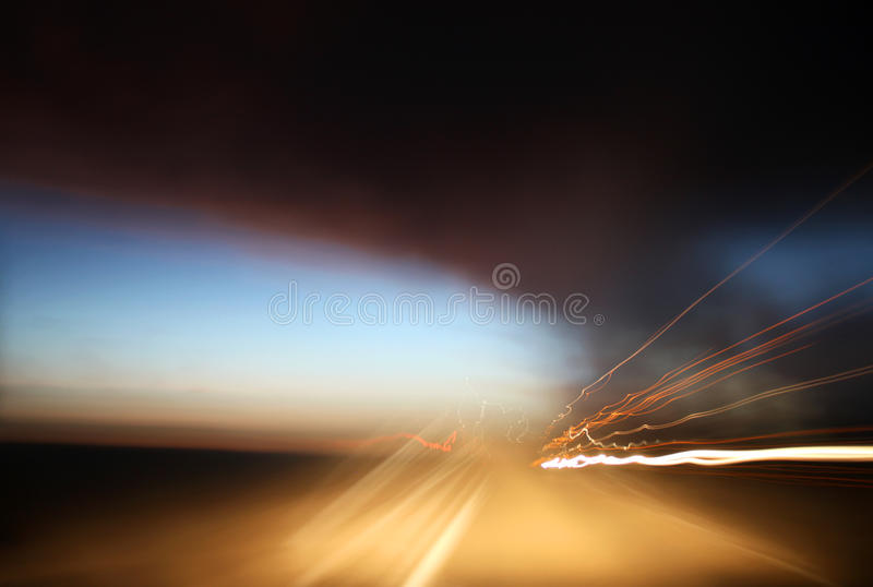 Cielos y rastros tempestuosos de la luz imágenes de archivo libres de regalías