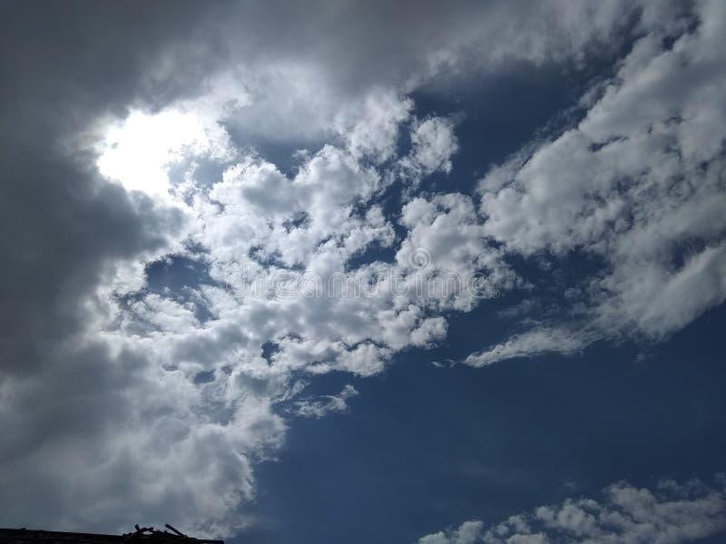 Ciemna chmura nieba powolne światło fotografia stock