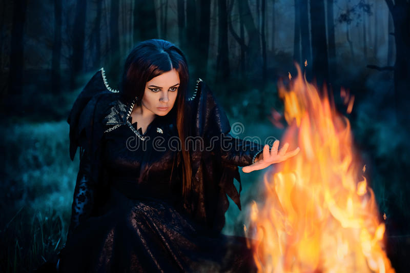 Ciemna czarownica czaruje fotografia stock