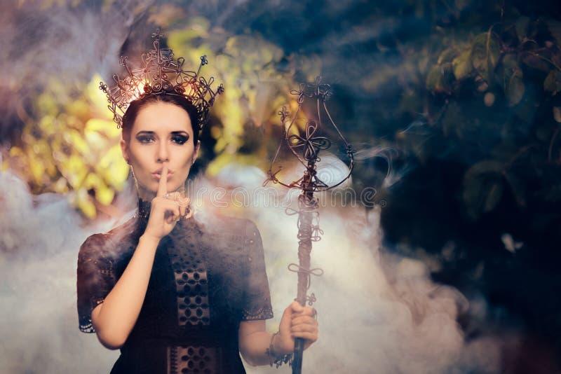 Ciemna królowa Trzyma sekret zdjęcie royalty free