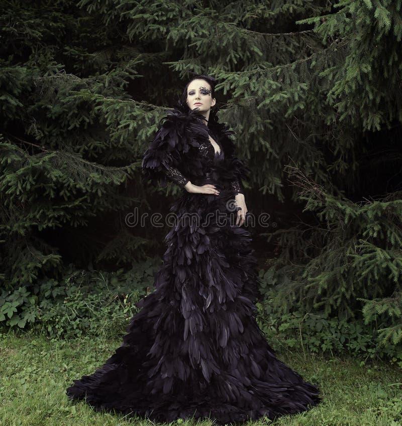 Ciemna królowa w parku fotografia royalty free