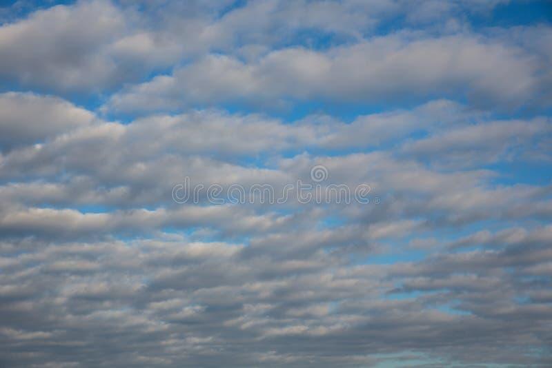 Ciemne burz chmury póżniej zdjęcia stock