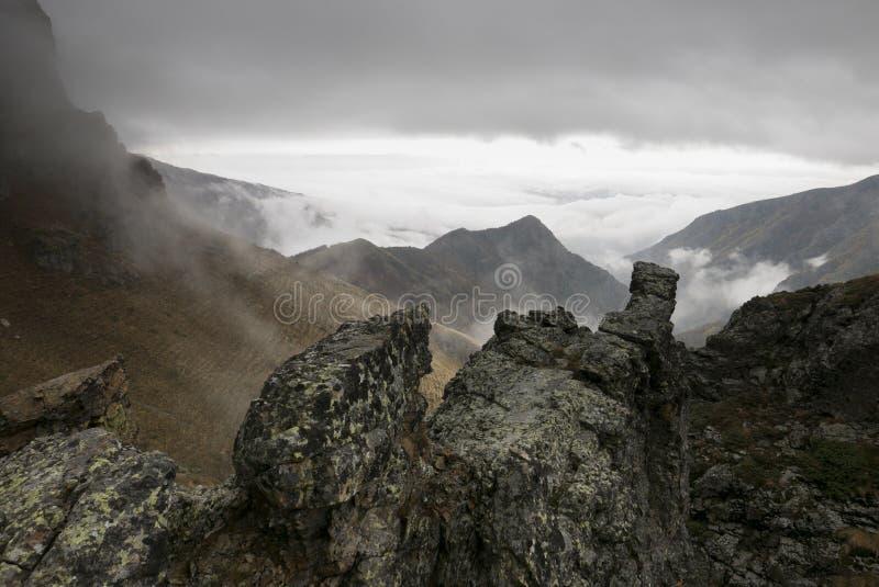 ciemne góry zdjęcia stock