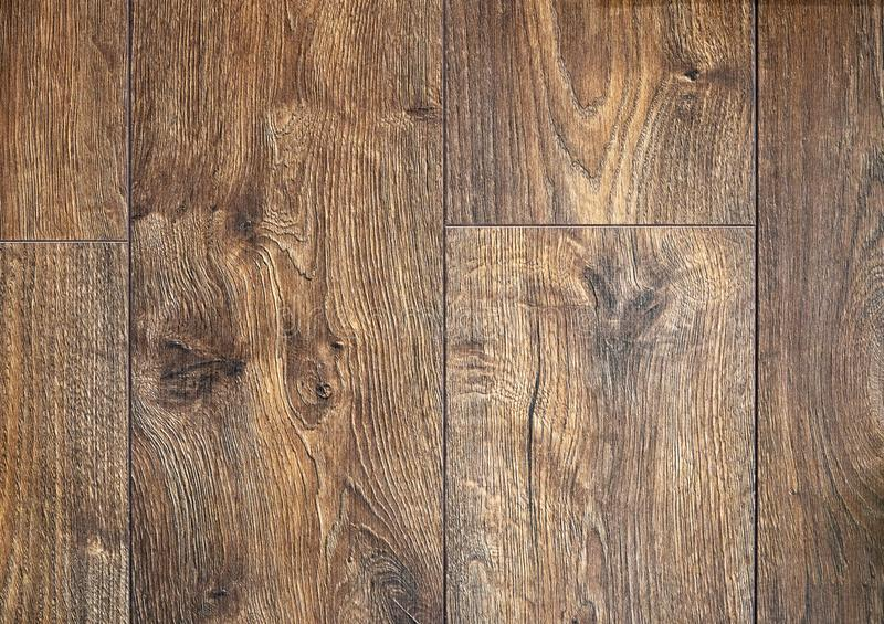 Ciemnego br?zu porysowana drewniana tn?ca deska zdjęcie royalty free