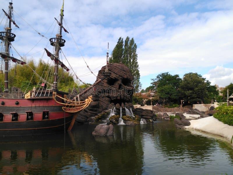 Ciemni carabel piraci caribe Disneyland fotografia stock