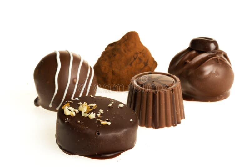 Ciemni & dojni czekoladowi cukierki pralines/ obraz stock