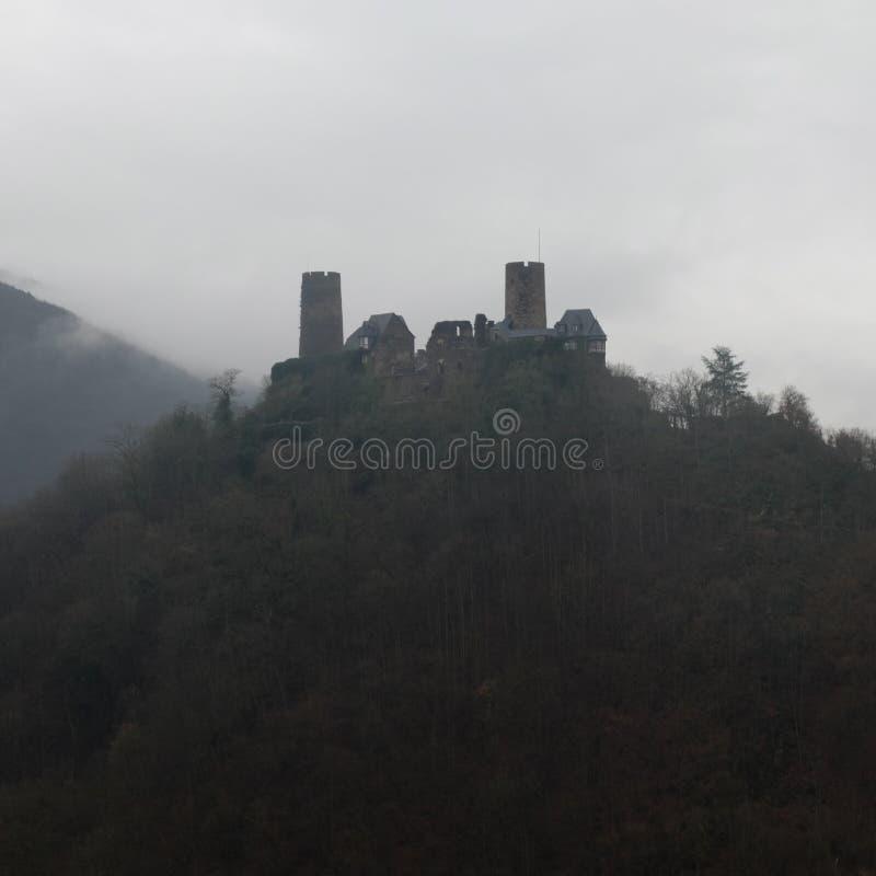 Ciemny Burg Thurant kasztel w Alkenie zdjęcie stock