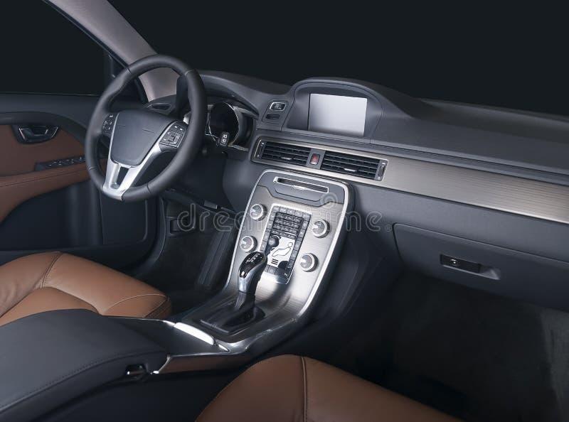 Ciemny luksusowy samochodowy wnętrze zdjęcie stock