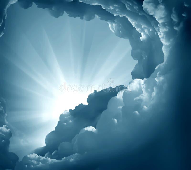 Ciemny niebo z słońcem zdjęcie stock