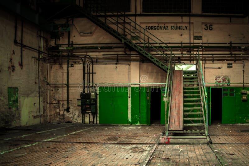 Ciemny przemysłowy wnętrze zdjęcie stock