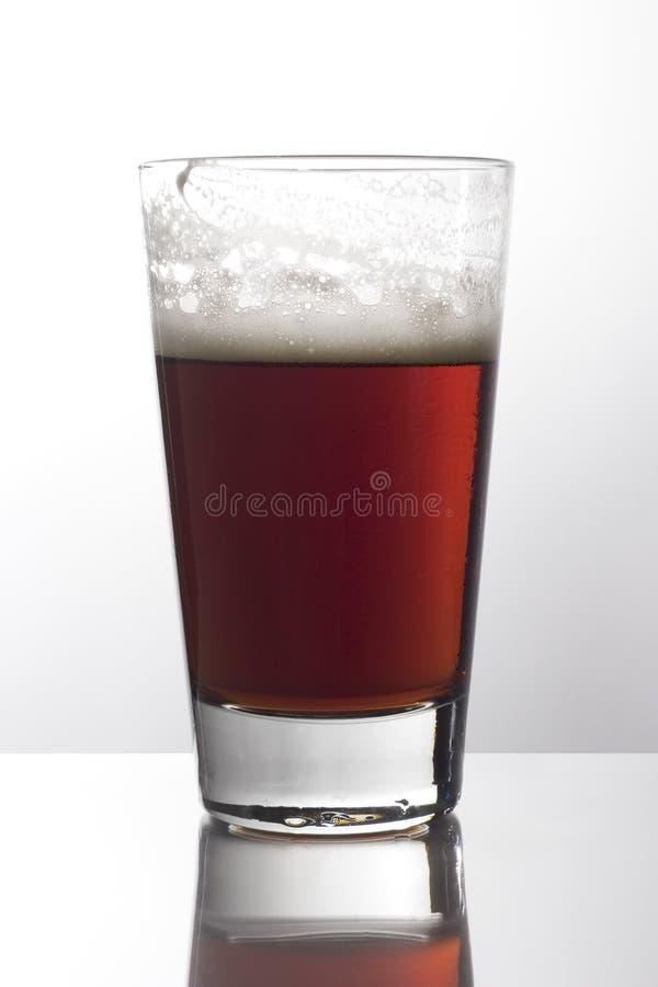ciemny szklankę piwa zdjęcia stock