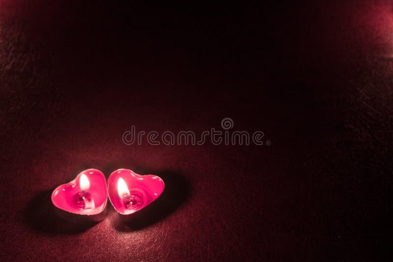 Ciemny tło z świeczek sercami zdjęcia stock