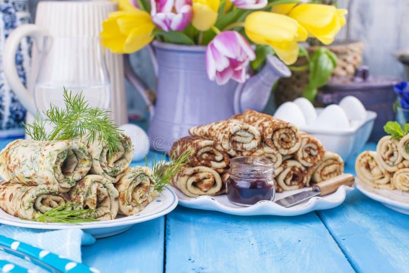 Ciency bliny dla wiosna Rosyjskiego wakacje z różnymi plombowaniami tradycyjne jedzenie Wessing karnawał i A obraz royalty free