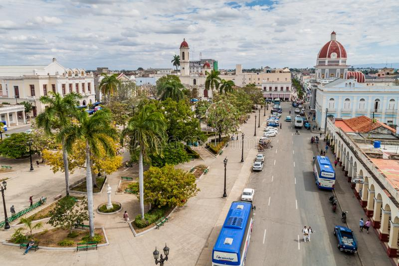 CIENFUEGOS KUBA, LUTY, - 11, 2016: Parque Jose Marti kwadrat w Cienfuegos, lisiątko zdjęcie royalty free