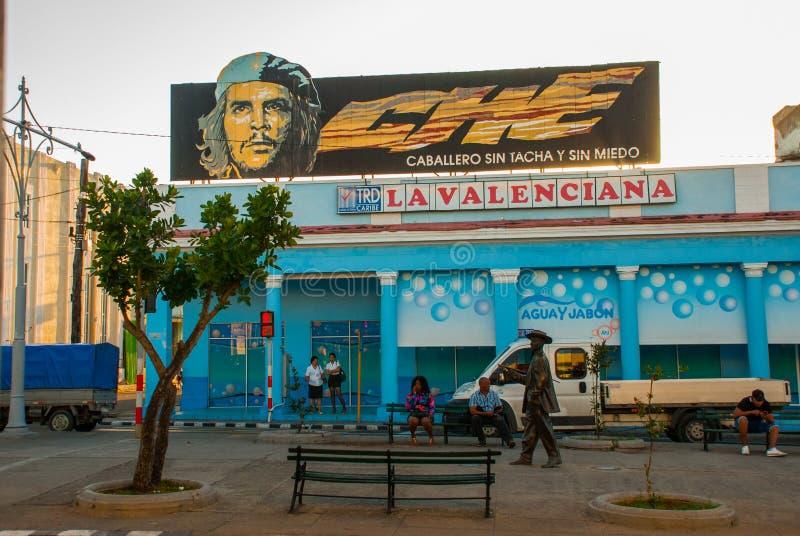 Cienfuegos Kuba: Stående av che Guevara hemma Lokal traditionell gata i centret arkivfoto