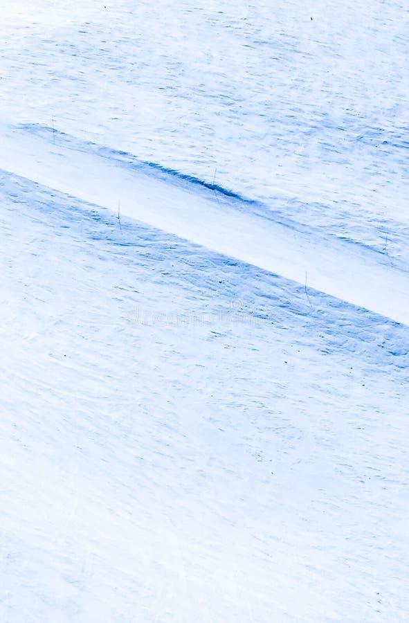 Cienie białego śnieżnego skłonu narciarstwa cienia narciarska ścieżka fotografia stock