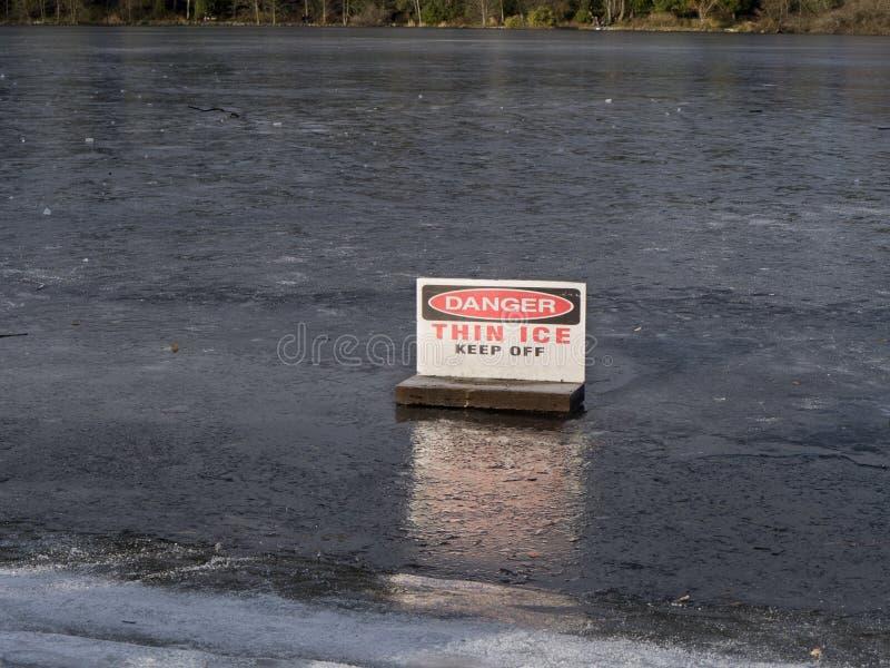 cienki niebezpieczeństwo lód zdjęcia royalty free