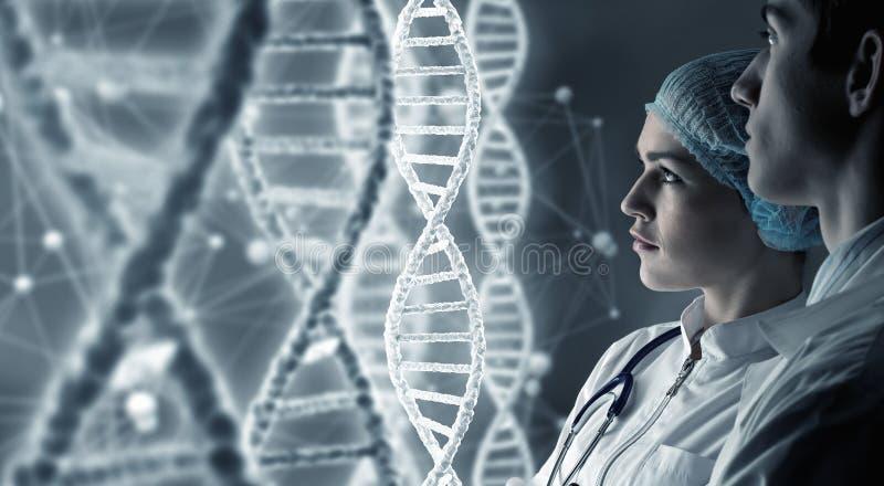 Científicos de la bioquímica en el trabajo Técnicas mixtas foto de archivo libre de regalías
