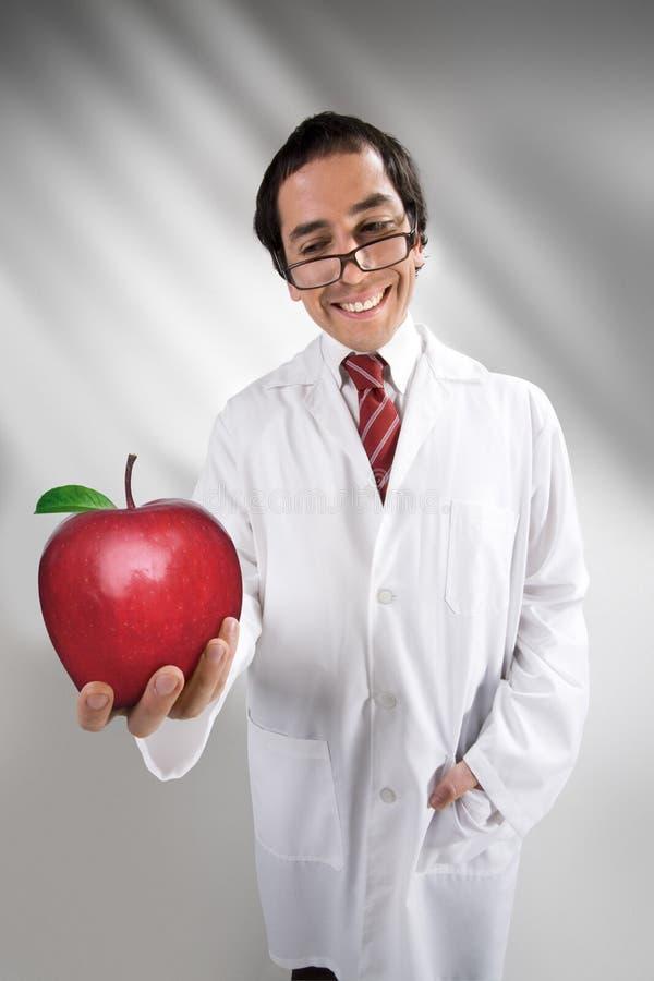 Cientista e maçã engraçados imagem de stock