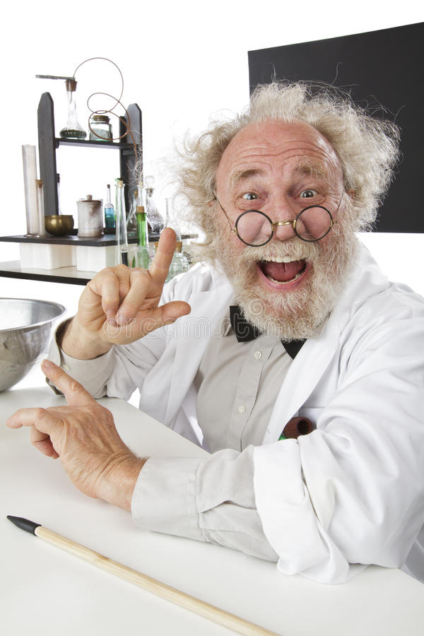 Cientista excêntrico no laboratório excitado sobre idéias fotografia de stock