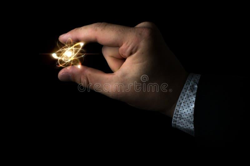Cientista Holding Atom imagem de stock royalty free