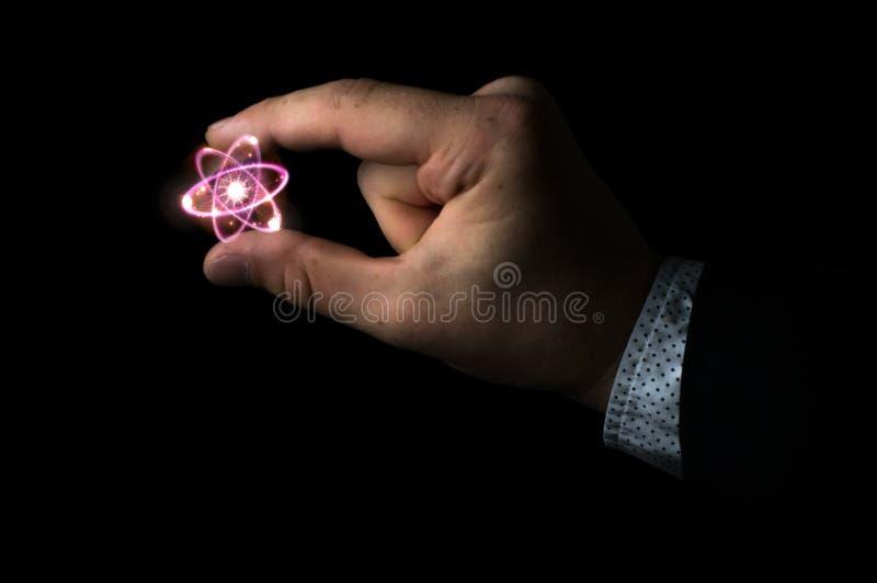 Cientista Holding Atom fotografia de stock royalty free