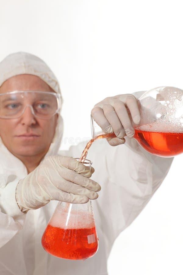 Cientista que procurara pelo remédio fotografia de stock