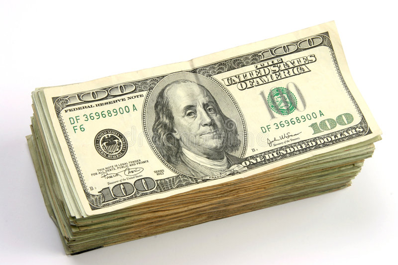 Cientos cuentas de dólar empiladas foto de archivo