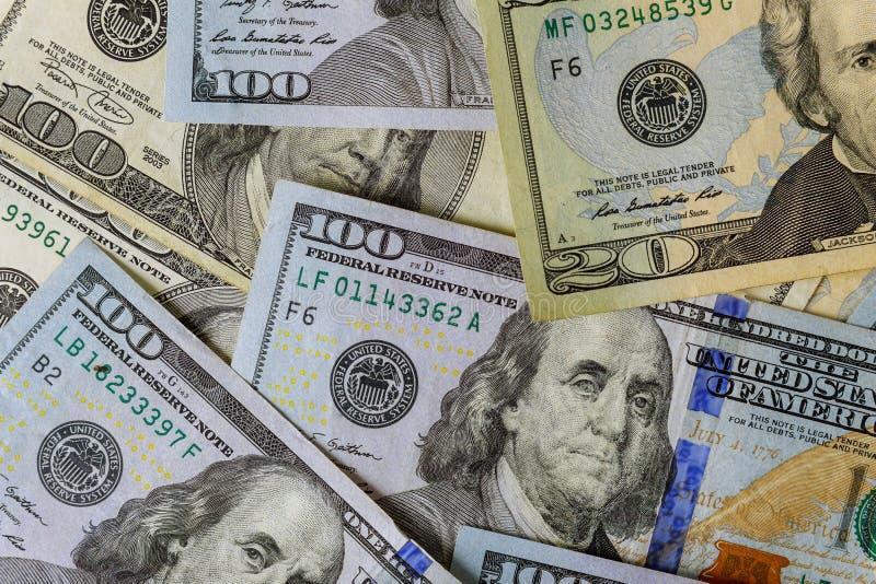 Cientos d?lares americanos de billetes de banco se cierran para arriba imagen de archivo libre de regalías