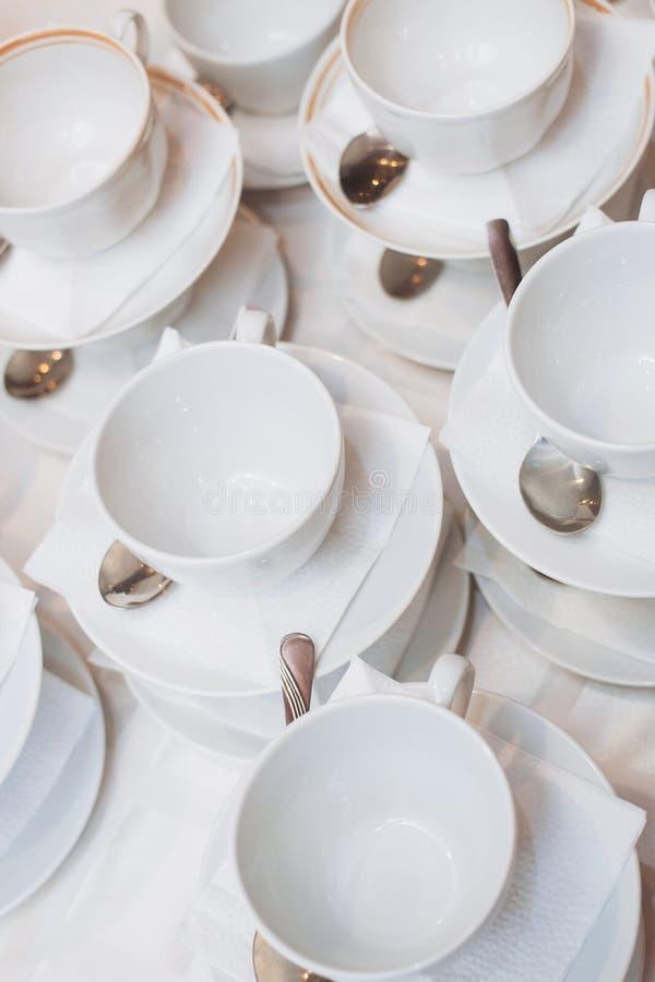 Ciepła filiżanka herbata z cukierkami i cukierkami fotografia stock