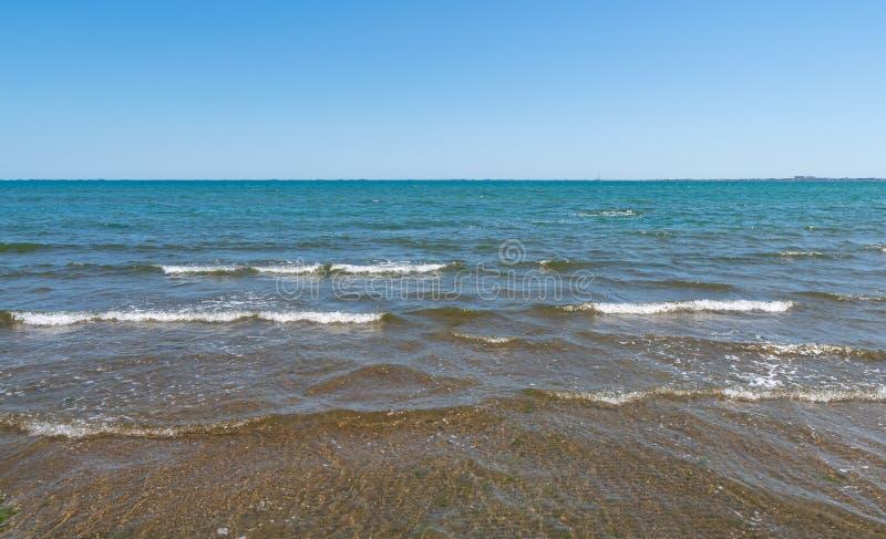 Ciepły lata morze, opróżnia plażę obrazy stock